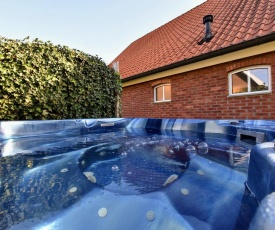 Luxurious Holiday Home in Aalten with a Jacuzzi